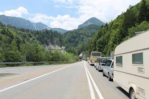 Stau vor dem Karawanken-Tunnel in Richtung Slowenien