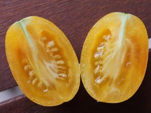 Die halbierte Frucht der Blush