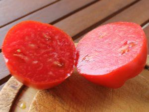 Halbierte Ochsenherz-Tomate