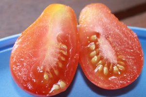 Rotes Birnchen Cherry Tomate halbiert