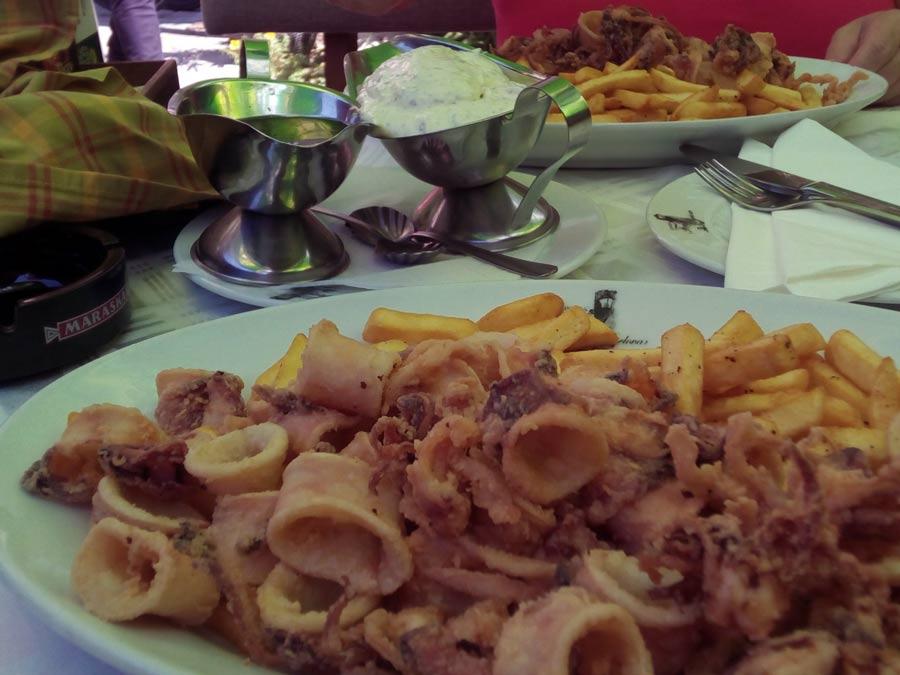 Gebratene Calamari in Kroatien