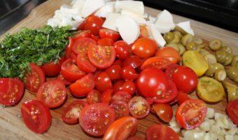 Kräuter, Mozarella, Tomaten und Knoblauch