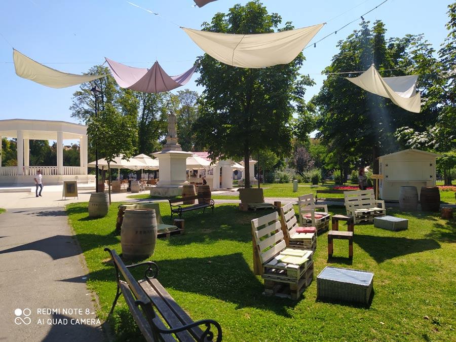 Corona Hitze Sommer im Zentrum der kroatischen Stadt Bjelovar im Jahr 2020.