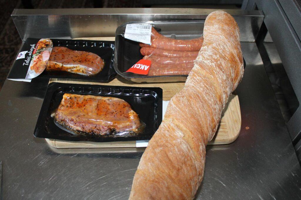 Kalbsteak, Grillwürste und Baguette aus dem Discounter Eurospin