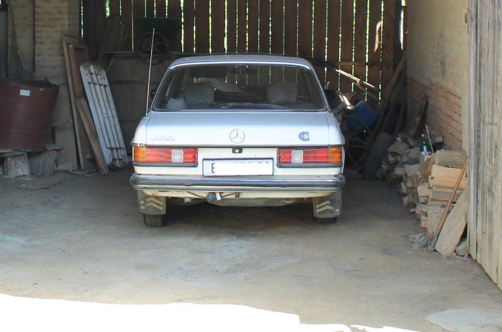 Der w123 Daimler vom uralten Geiz Onkel meiner Frau in Kroatien